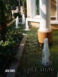 น้ำพุต้นสน ในบ่อเลี้ยงปลาคาร์ฟ บ้านคุณ อรุณี