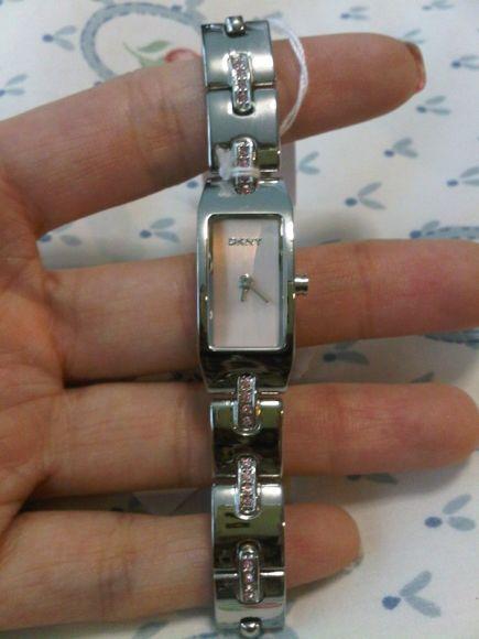 นาฬิกาข้อมือ สายstainless steel ยี่ห้อ DKNY รุ่น NY-3431 มือหนึ่ง ราคา 4500 บาท