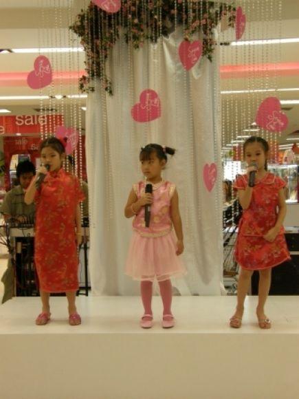 singing kids สอนร้องเพลงเด็ก สำหรับน้องช่วงปิดเทอมตุลาคมนี้  วันพฤหัส-ศุกร์ ราคาเดียว คนละ 3300บาท (