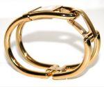 **หมดแล้ว** Burberry Ladies Gold Shackle Bracelet Watch
