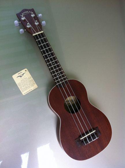 ขาย ukulele lanikai LU-21 3,000 บาท ถูกและดีที่สุดครับ