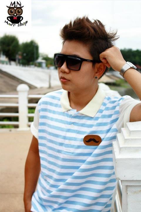 เสื้อโปโลริ้วลาย สีฟ้า