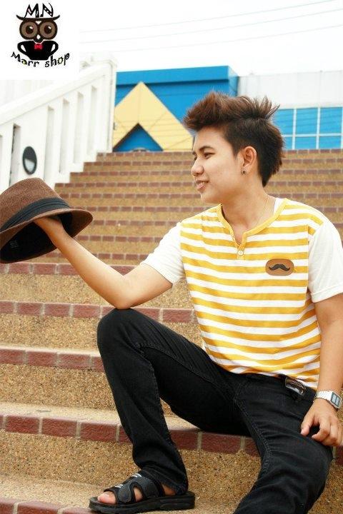 เสื้อคอกลมลายริ้ว สีเหลือง
