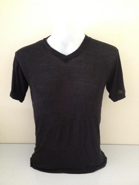 เสื้อยืดคอวี ไซต์ S สีดำ