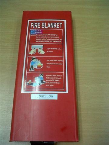FIRE BLANKET ผ้าห่มกันไฟลาม ใช้ดับไฟขณะไฟใหม้ ทนอุณหภูมิได้ 538 องศาเซลเซียส