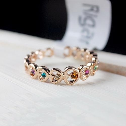 แหวนทองอิตาลี 18KRGP ประดับออสเตรียนคริสตัลแท้สีหวานจากสวารอฟสกี้ มีหลายไซส์ให้เลือกค่ะ