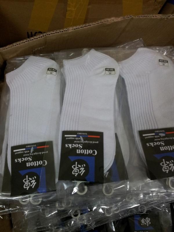 ขายถุงเท้าชายผ้าฝ้าย สีขาวนำเข้าจากต่างประเทศ