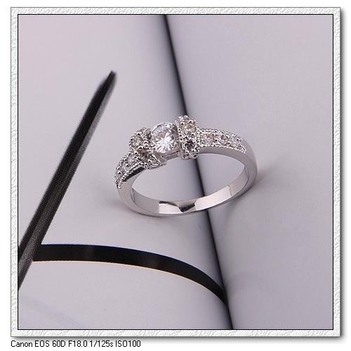 แหวนทองคำขาว 18k gold filled ดีไซน์หรู ประดับด้วยเพชร CZ เปล่งประกาย มีให้เลือก 2 ไซส์