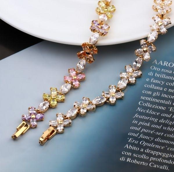 สร้อยข้อมือทอง 18K Gold Filled ประดับเพชร CZ ดีไซน์ดอกไม้ สีของเพชรแบบ clear diamond ค่ะ