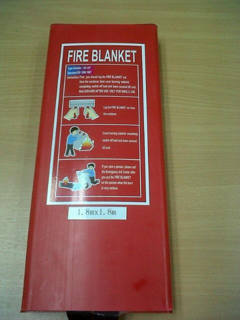 FIRE BLANKET ผ้าห่มดับไฟ ติดตั่งคู่กับถังดับเพลิง เหมาะสำหรับ โรงแรม ออฟฟิต สำนักงาน อาคารสูง โรงงาน