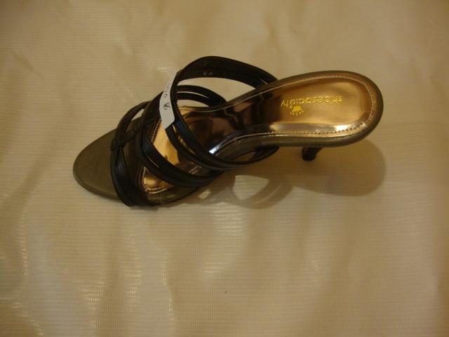 ลดล้างสต็อกรองเท้าแฟชั่นสตรี