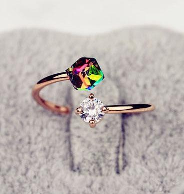 แหวนแฟชั่นเกาหลีประดับคริสตัลสีรุ้งดีไซน์น่ารัก ไซส์ 8US