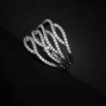 แหวนทองคำขาว 18k white gold แบบ electro-plating ประดับด้วยเพชร CZ ดีไซน์สุดหรู