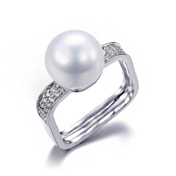 แหวน 18k Platinum Plated ประดับเพชร CZ และหัวแหวนทุกสังเคราะห์